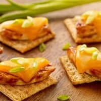 Cheesy BBQ Chicken Triscuit