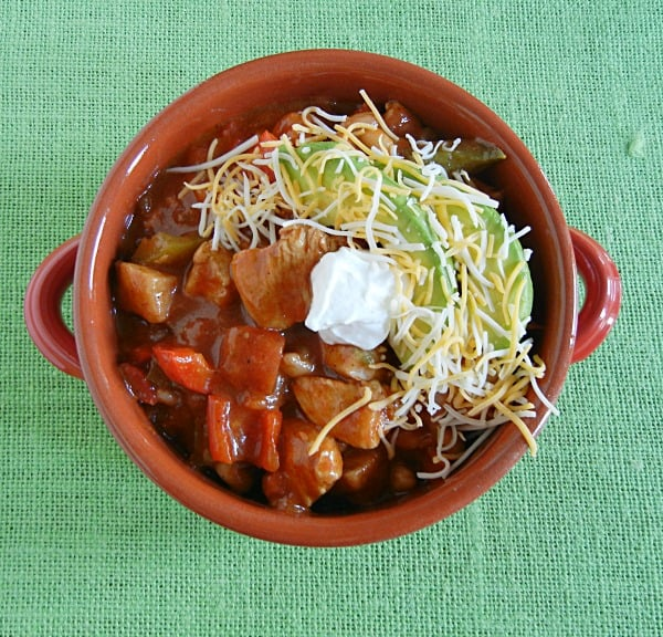 Eat chili and fajitas all in one! Chicken Fajita Chili on 3 boys and a dog. #UltimateTailgatingParty