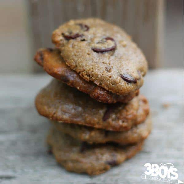 Easy healthy recipe for chocolate chip cookies - you will not believe the secret ingredient in these 5 ingredient chocolate chip cookies!