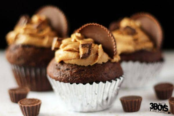 Candy Bar Cupcake Recipe for a Reese's Peanut Butter Cupcake Recipes - a delicious chocolate cake topped with lush peanut butter frosting and filled with a chocolate peanut butter center