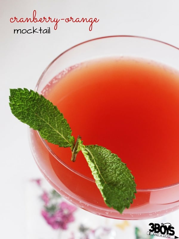 Cranberry Mocktail Recipe for Thanksgiving - this cranberry-orange mocktail is a delicious option to serve to your guests who are abstaining from alcohol. A festive nonalcoholic drink for the holidays.
