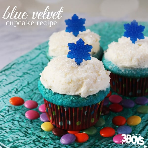 How to Make Blue Velvet Cupcakes - a blue cupcake recipe perfect for a winter party