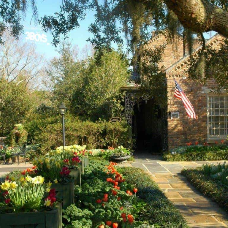 the beautiful Bellingrath Home and Gardens on the Alabama Gulf Coast is only one of the kid friendly places you szhould see on the Alabama Gulf Coast