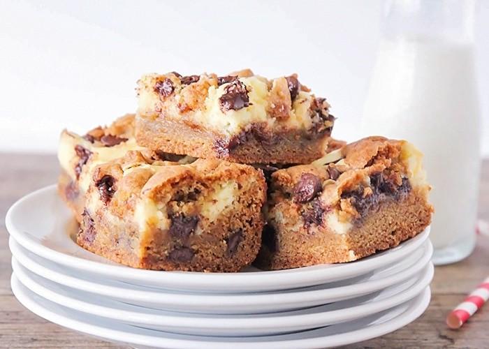 Chocolate Chip Cheesecake Cookie Bars Recipe
