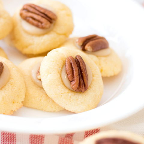 delicious cookies of pecan in an easy to grab cookie recipe